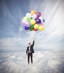 mand med balloner